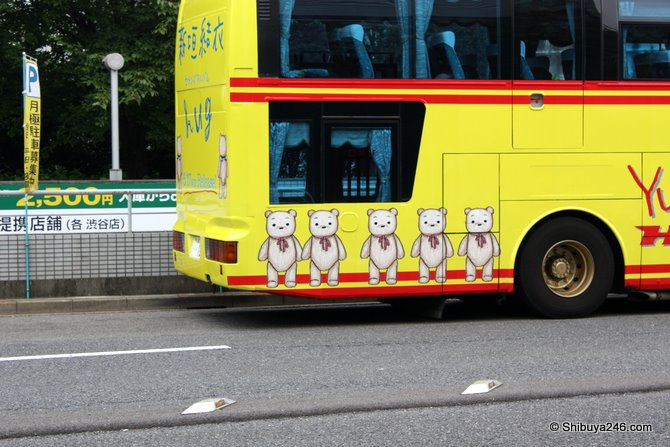 Closeup of the bears on the Hato Bus