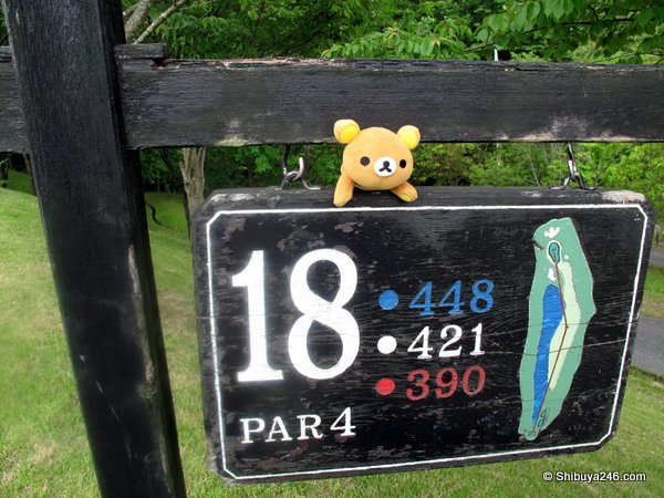 Rilakkuma gives advice on how to play the 18th hole