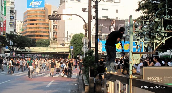 Looking to get a shot of the crossing on another perfect Shibuya afternoon