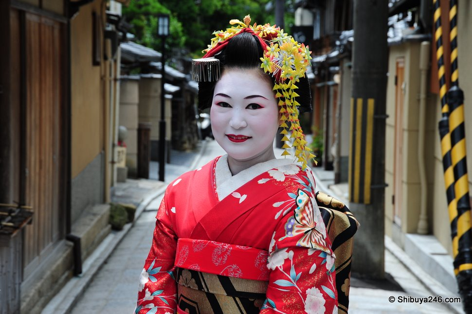 Wonderful to see this lady in Kimono making appearance