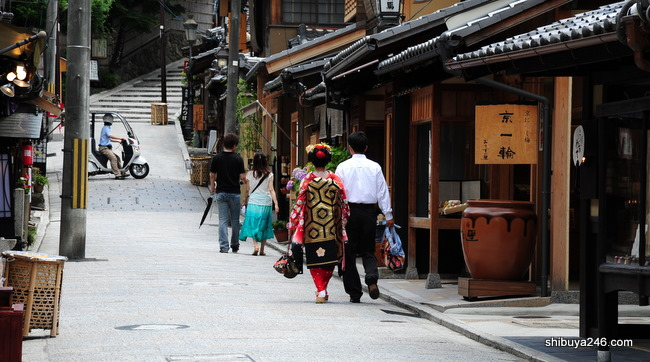 As she wanders off, a reminder that its just another day in beautiful Kyoto