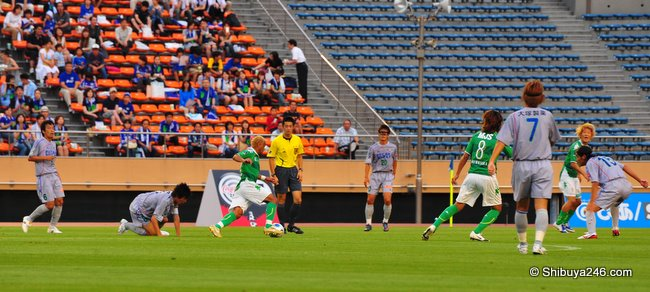 this Verdy player is taking the defence on, but who is the Vortis guy in the mask?