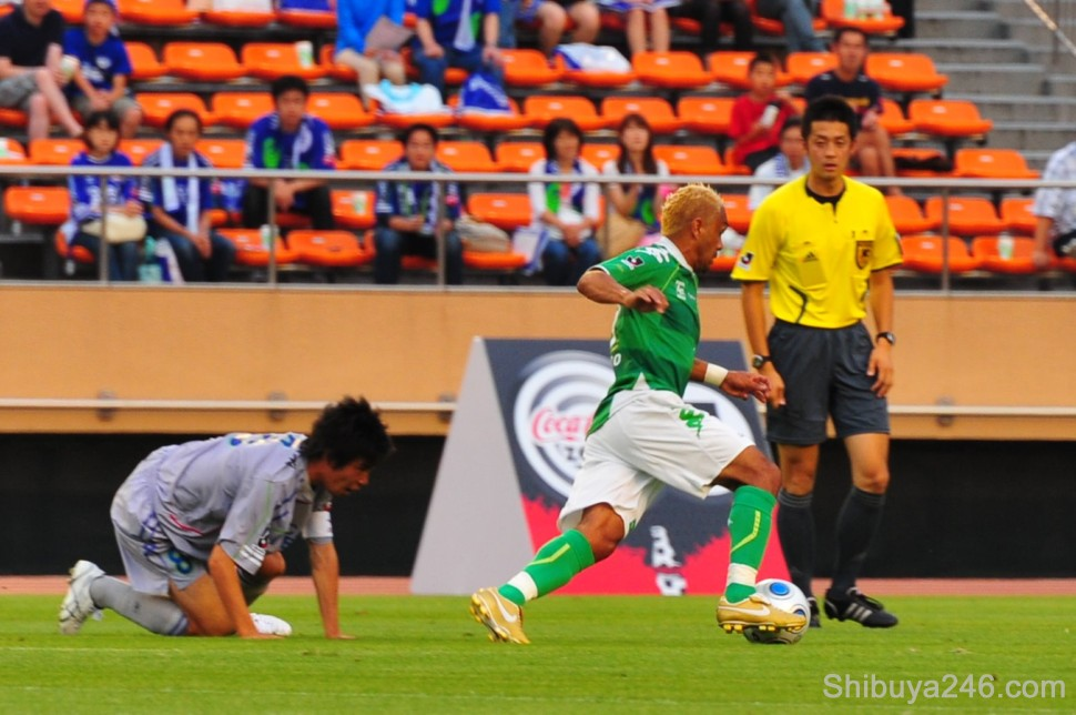 Verdy take back the ball with some quick footwork. The ref looks on checking there was no foul