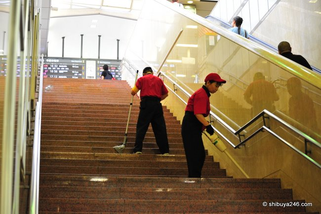 Cleaning Tokyo station