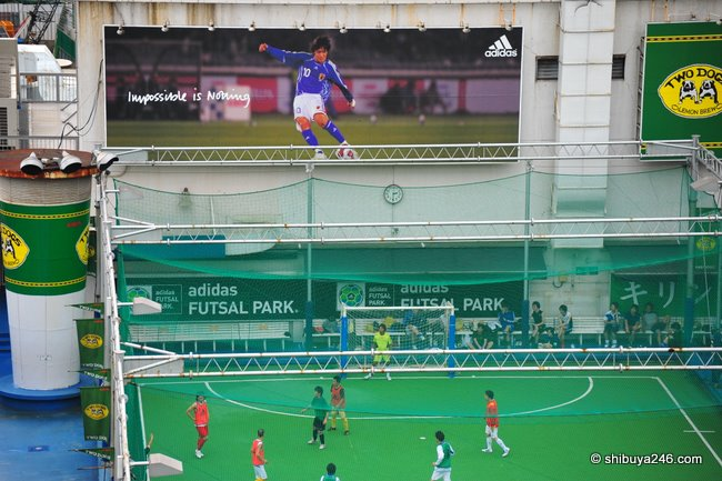 Must be hard to concentrate with the large adidas striker add above you