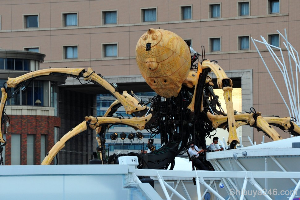 The large robotic spider presented by France to Yokohama to mark the occasion of 150 years of Yokohama opening to the West, Y150