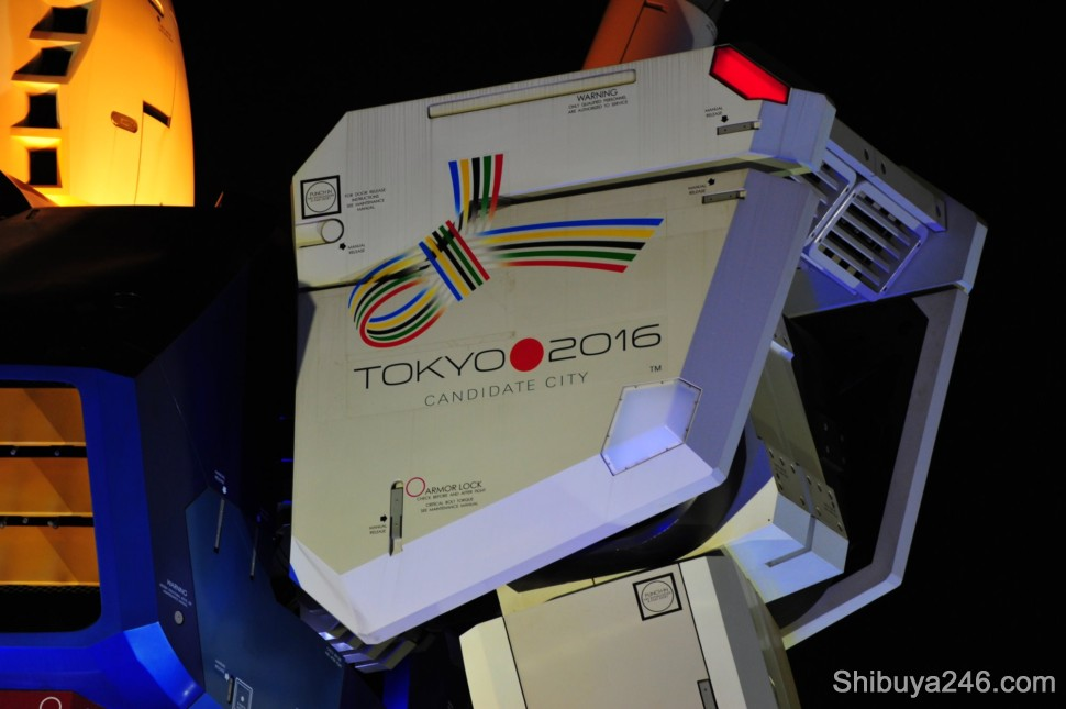 A quick flick of the shoulder and a nod to the Olympic Committee by Gundam. Tokyo is bidding to host the 2016 Olympic, Paralympic Games