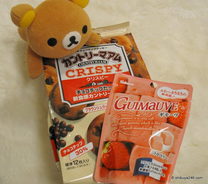 Rilakkumas pick, cookies and marshmallows