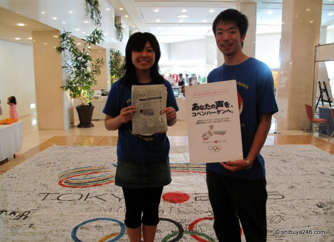 2 of the student association volunteers for Tokyo 2016