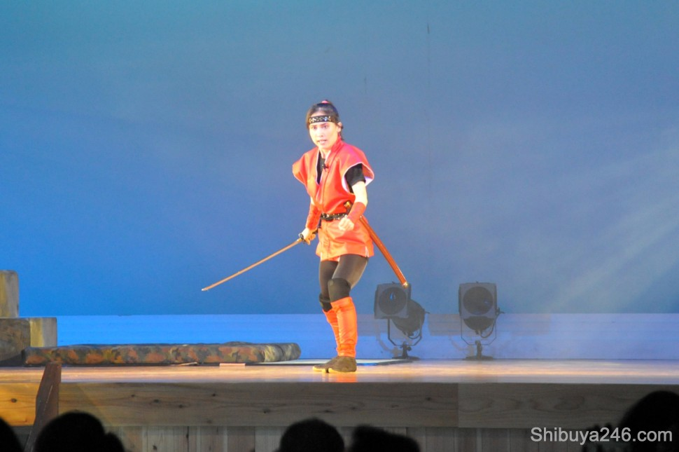 One of the main characters makes her appearance to fight on stage