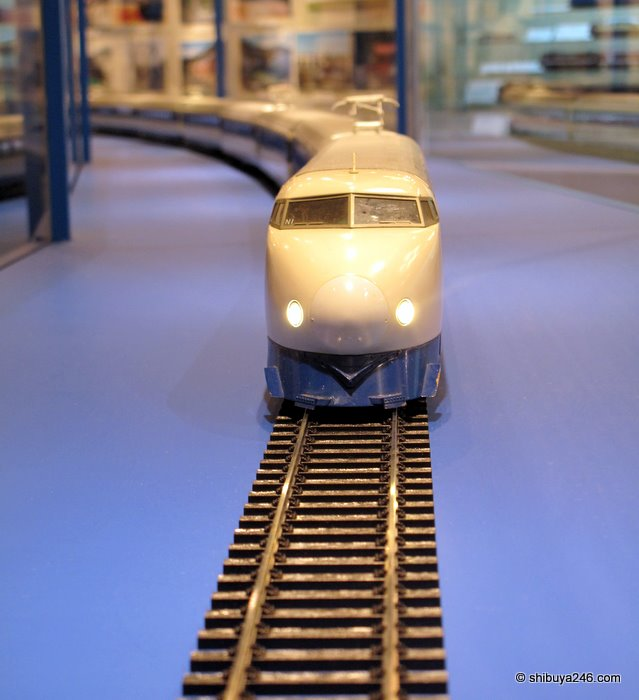 Shinkansen Model coming down the tracks