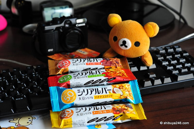 Rilakkuma checking out these tasty cereal bars
