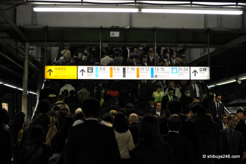It's crowded boarding the Yamanote Line around 6pm. A little dark in this shot. Not sure what I was trying to achieve here. Maybe that is why it came out a bit strange ^^. (taken with Sigma 50mm)