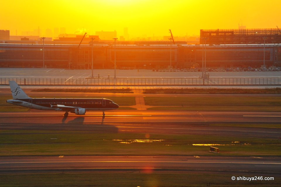 STARFLYER makes a landing in bright sunshine