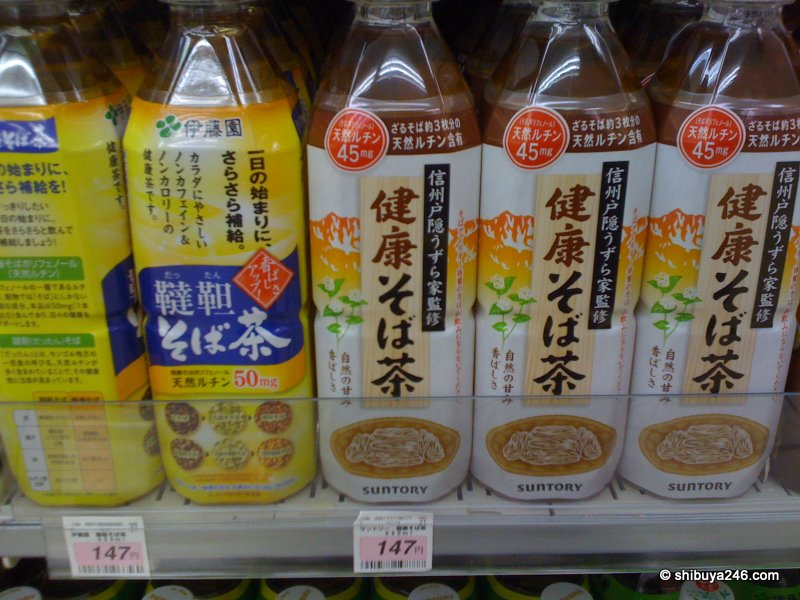 There have been quite a fe soba-cha drinks coming on to the market. Here are 2 different types, one from Ito-en and one from Suntory. There are quite a few people with Soba allergies so they will have to watch out for this one.
