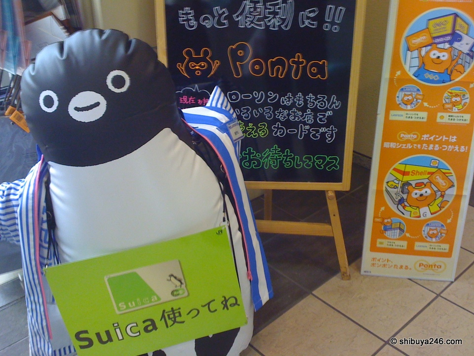 Suica Penguin working for Lawson
